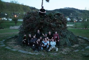 Jungschützen bauen Osterfeuer – ARGE unterstützt